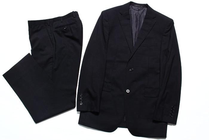 冠婚葬祭にも。黒色スーツ。